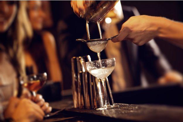 Cocktailkurs Hannover – Cocktail eingiessen