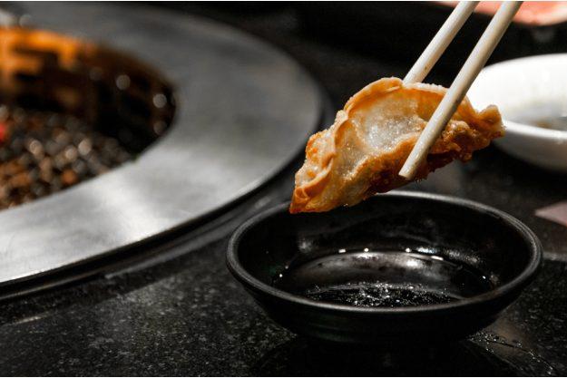 Japan-Kochkurs Hannover – Gyoza mit Stäbchen essen