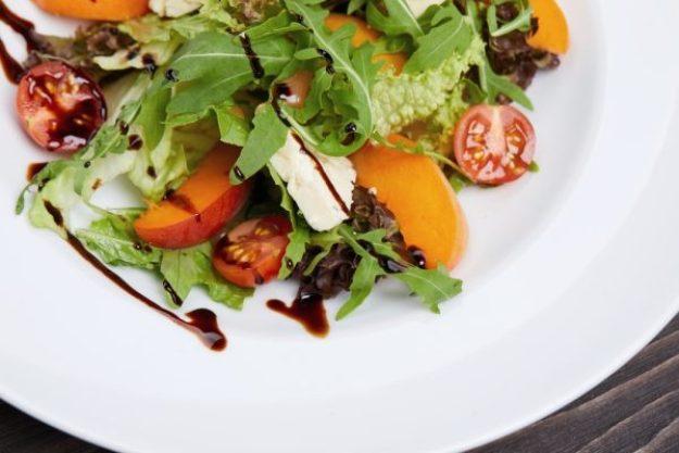 kalifornische Küche Hannover – Salat mit Pfirsich