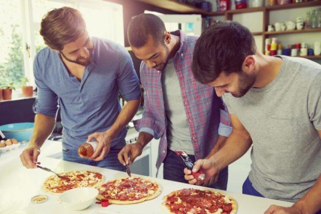 Kochkurs-Gutschein –Gemeinsam Pizza belegen im Männer-Kochkurs