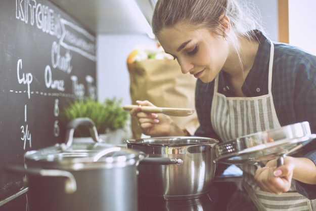 Kochkurs Hannover – Frau kocht und schmeckt ab