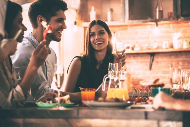 Kochkurs mit Gin Hannover – Freunde essen zusammen