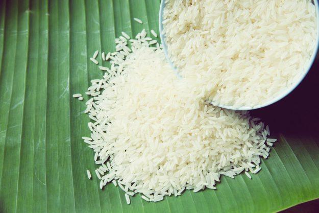 Kulinarische Reise nach Fernost – Reisschüssel auf Bananenblatt