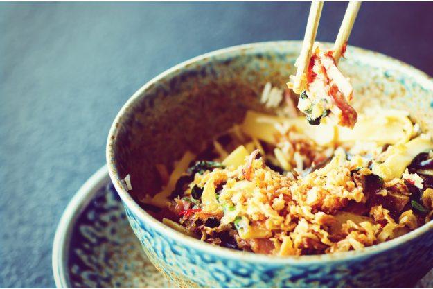 Kulinarische Reise nach Fernost – Fertiges Reisgericht