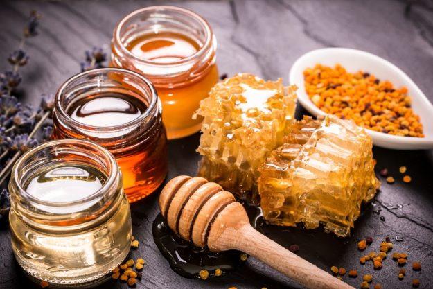 Honig-Verkostung zuhause - verschiedene Honigsorten