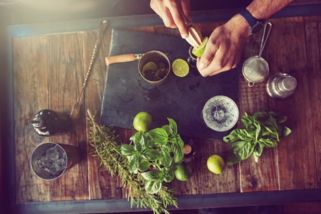 Gin-Tasting-Gutschein –Gin-Tonic-Zubereitung