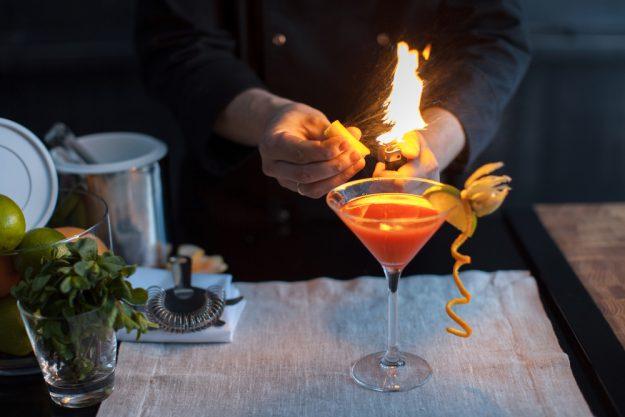 Cocktailkurs Regensburg - Aromatisierung von Cocktails mit Rauch