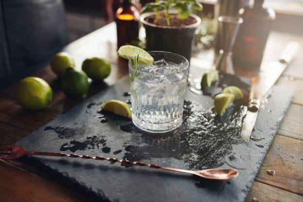 Gin-Tasting-AT-Home-Gin-zubereiten