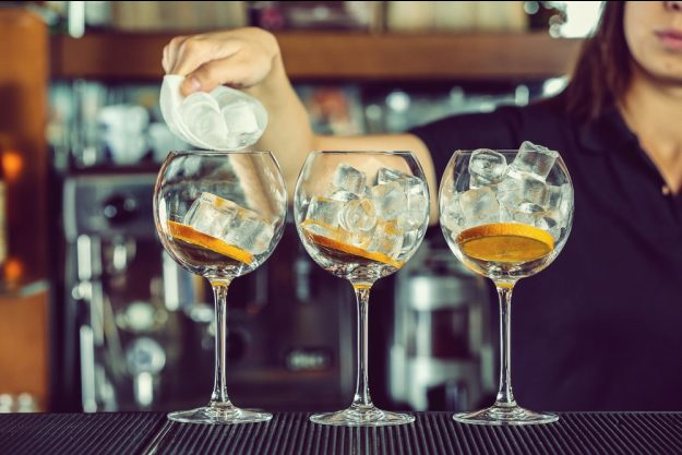 Gin-Tasting in Regensburg - Gin wird eingeschenkt