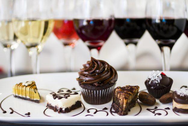 Schokolade- und Weinseminar Regensburg – verschiedene Weine und Süßes