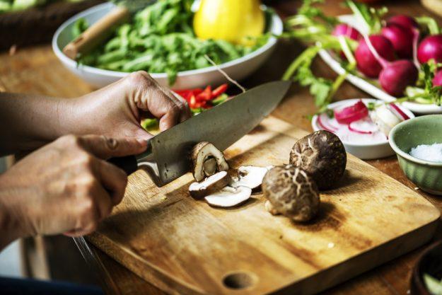 Vegetarischer Kochkurs Dresden – Pilze schneiden