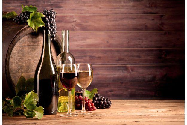 Weinprobe in Radebeul – Weingläser mit Weinflaschen