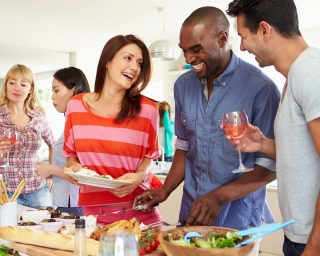 Firmenfeier Küchenparty mit Kollegen