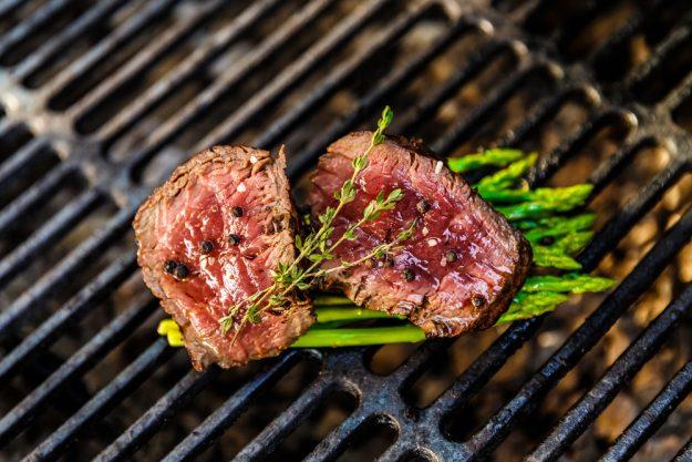 Grillkurs Wuppertal – rosa gebratenes Steak mit Spargel