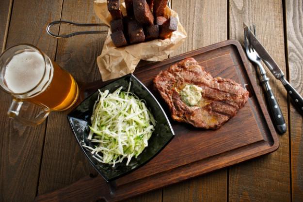 Bierkochkurs in Muenchen – Bier mit Fleischspießen und Chillischoten