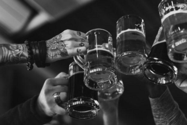 Braukurs München – Anstoßen bei der Bierprobe