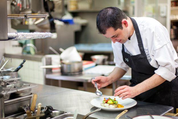 Firmenevent in der Küche - Profi am Werk