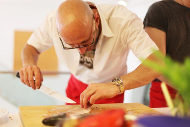 Firmenevent in der Küche - Fisch vorbereiten