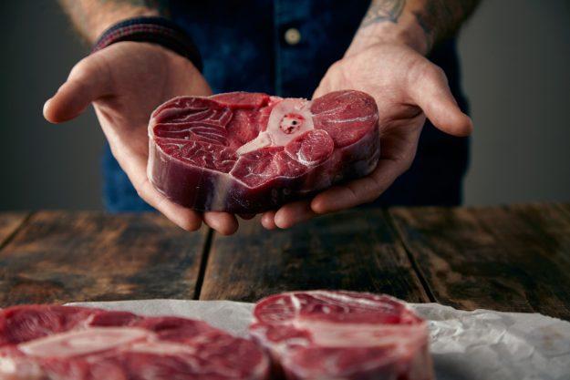 Fleisch-Kochkurs in München - Fleisch in der Hand
