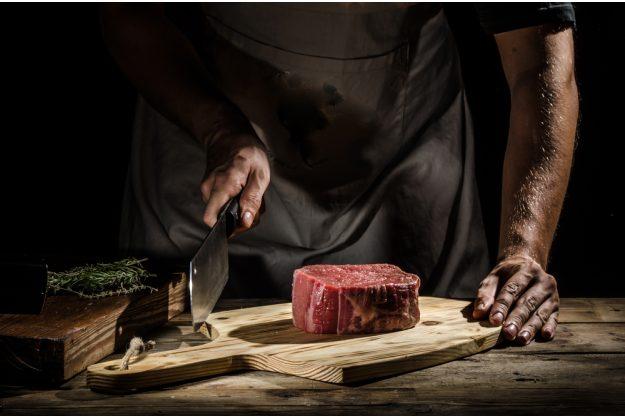 Fleisch-Kochkurs München – Steak auf Holzbrett