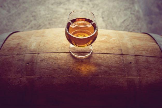 Whisky-Tasting-Gutschein –Whisky auf einem Whisky-Fass
