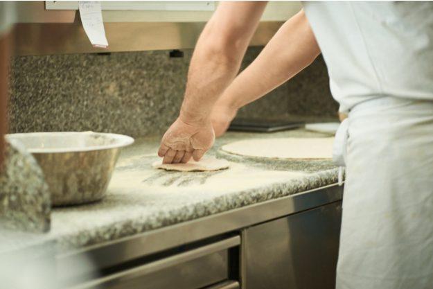 Kochkurs bei Herrmannsdorfer Glonn – Pizza knreten