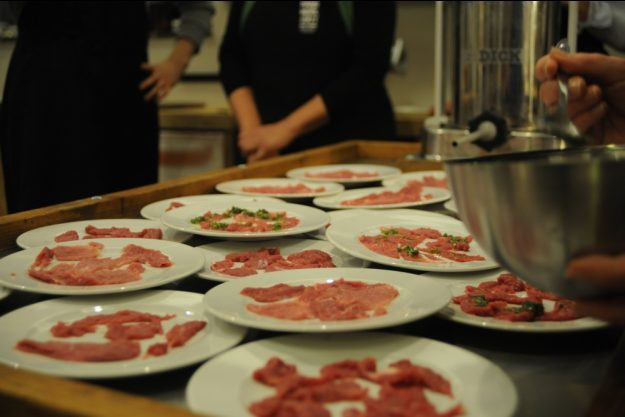 Kochkurs bei Herrmannsdorfer Glonn – Teller vorbereiten