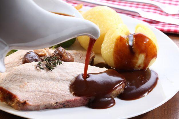 Teambuilding München - Kartoffelknödel mit Braten und Sauce