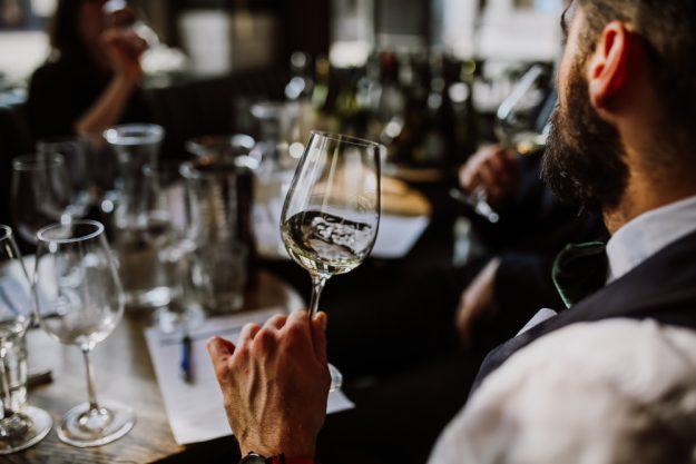 Weinseminar München – Wein schwenken