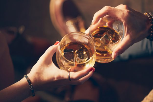 Whisky-Tasting München - Freunde trinken Whisky