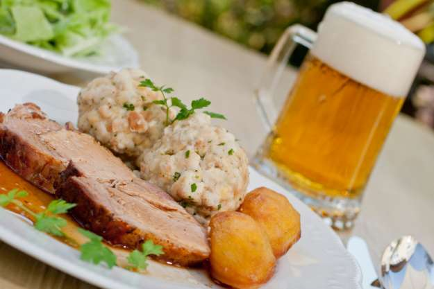 Bavarian cooking class München - beer and pork