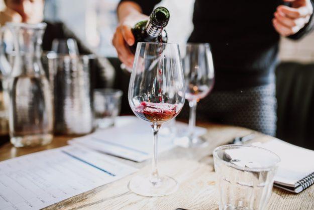 Weinseminar Mainz – Wein einschenken