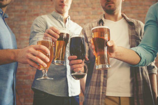 Bierprobe Hamburg – Männer trinken Craft Bier
