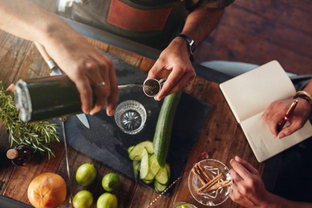 Gin-Tasting Hamburg – Barkeeper mixen neuen Gin-Cocktail