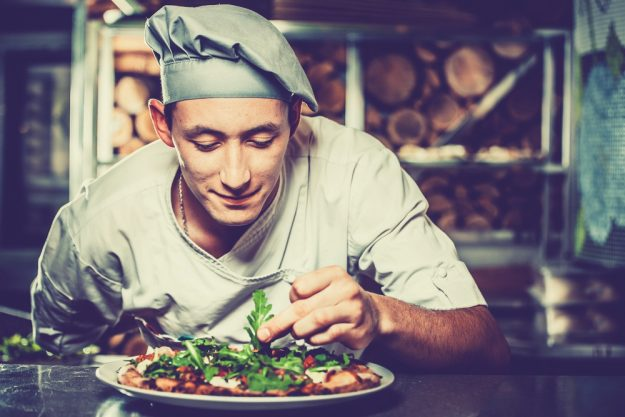 Männer-Kochkurs Neumünster – Pizza wird zubereitet