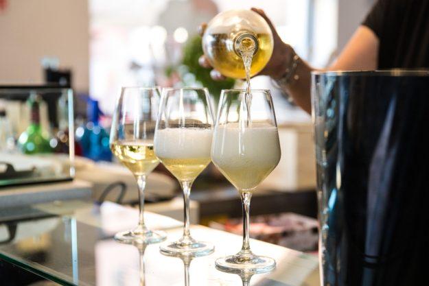 Schaumweinverkostung Hamburg – Cava einschenken