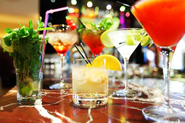 Weihnachtsfeier mit Cocktailkurs Hamburg - bunte Drinks