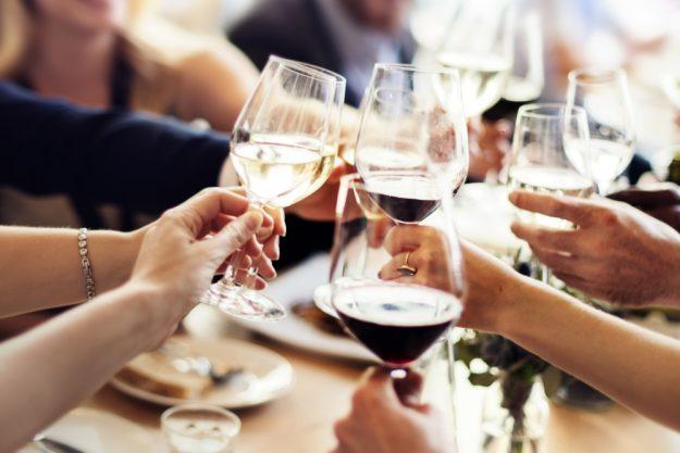 Weinprobe Hamburg – mit Wein anstoßen