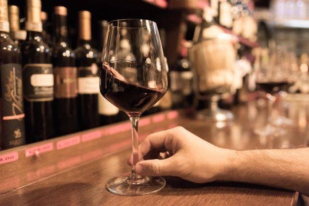 Weinseminar Hamburg – Weinglas schwenken