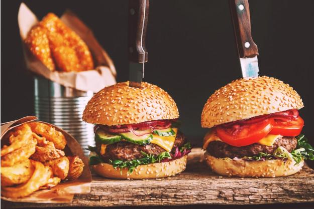 Burger-Grillkurs Frankfurt-Egelsbach – Burger auf Holzbrett