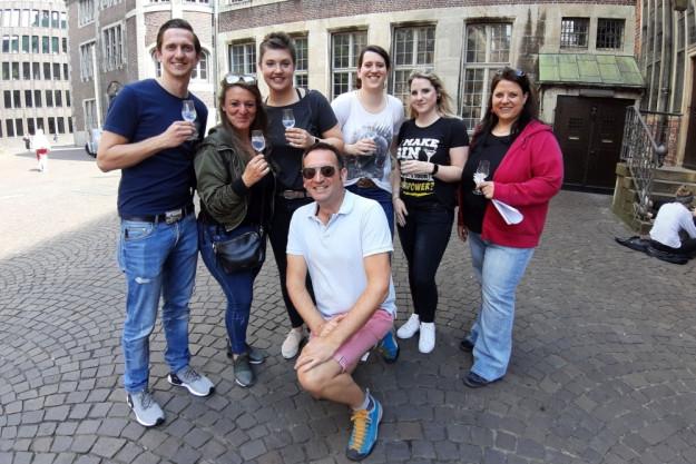 Gin-Tasting Bremen – Teilnehmer laufen zur nächsten Gin-Bar