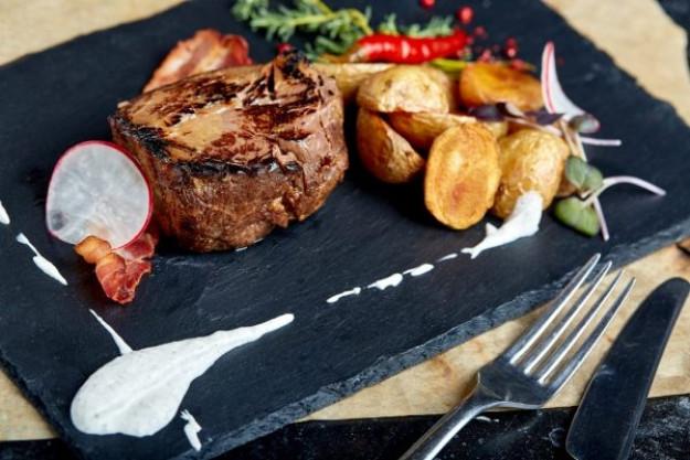 Zum Grillmeister werden –Saftiges Steak mit Beilage