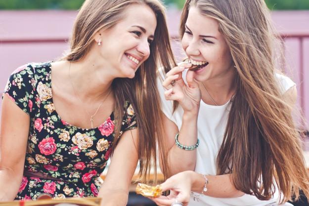 JGA mit Pralinenkurs Dresden – Freundinnen essen Pralinen