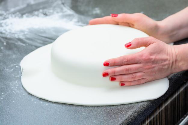 Tortenkurs Frankfurt – Fondant glätten