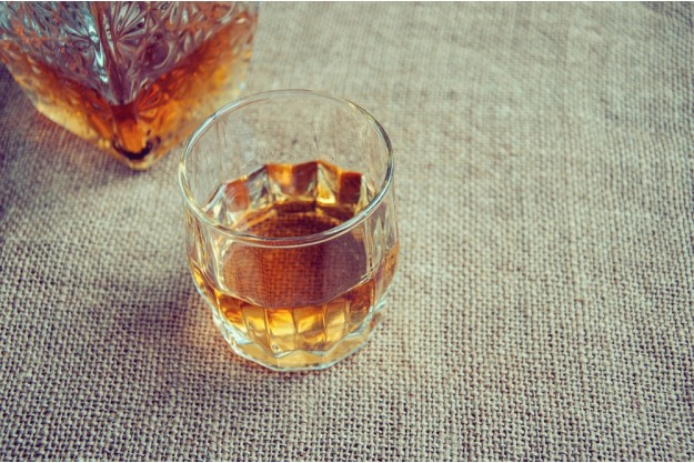 Whisky oder Whiskey – Whisky in Kristall-Whiskyglas