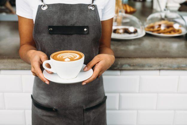 Barista-Kurs München – Barista mit Kaffee