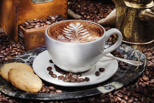 Brunch in Frankfurt – Cappuccino, Kekse und Kaffeebohnen