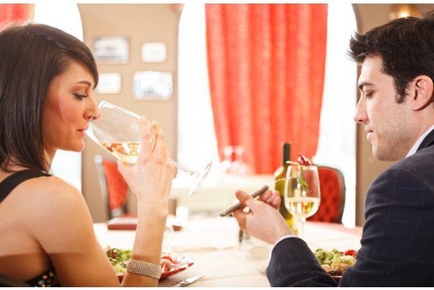 Candlelight Dinner Nürnberg - Paar genießt das Dinner