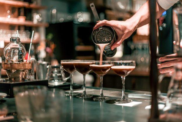 Cocktailkurs Berlin – Drinks einschenken