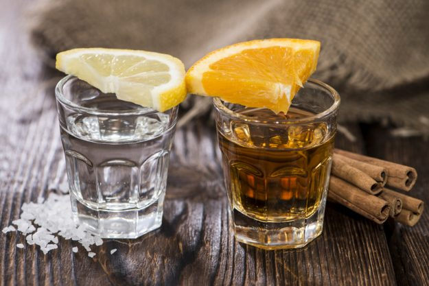 Cocktailkurs Berlin - brauner und weißer Tequila